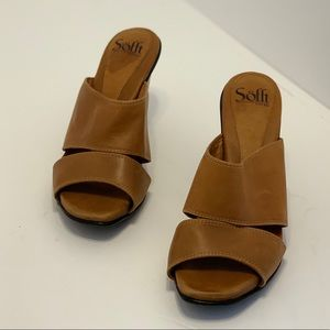 Sofft— Tan Heeled Sandals (7.5)